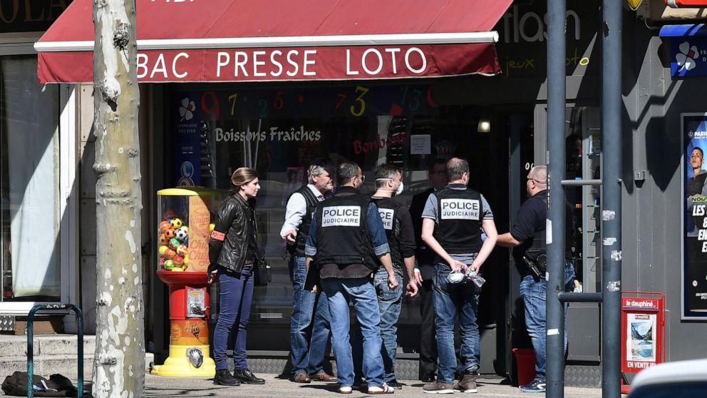 3. person gehalten, in Frankreich Messer-Attacke südlich von Lyon