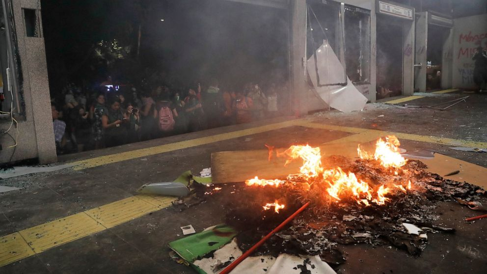 Mexico City assesses damage after violent feminist protest thumbnail