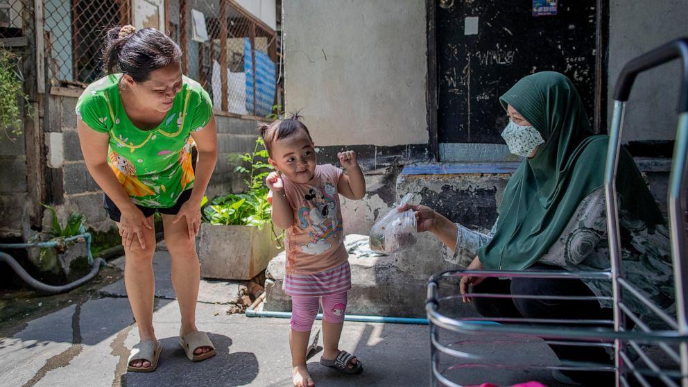 AP PHOTOS: Preparing to welcome again Thai preschoolers thumbnail
