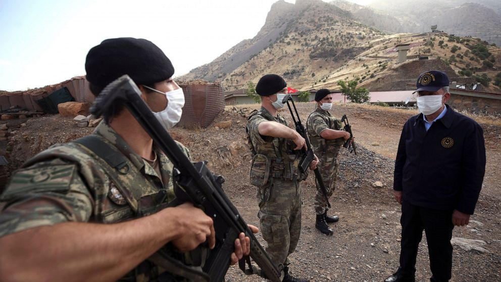 Iraq units up border posts to attempt to stop Turkish advance thumbnail