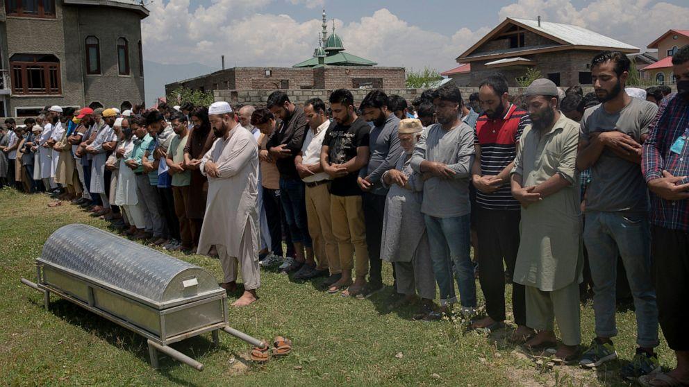 Photo of toddler sitting on slain grandpa angers Kashmiris thumbnail