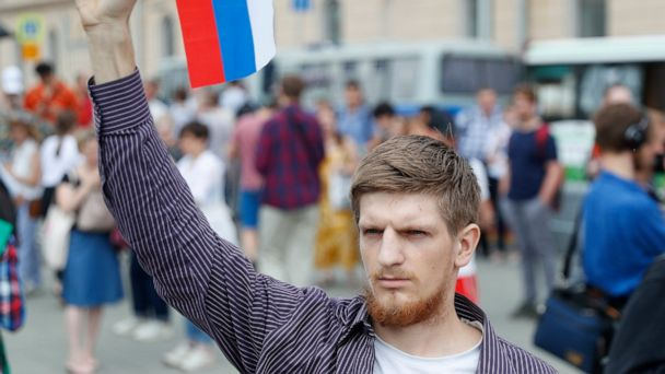 Hundreds detained in Moscow protest over journalist's case