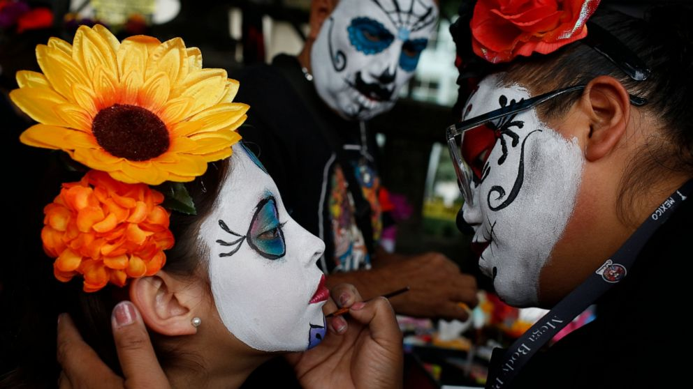 Mexicans parade as fancy skeletons ahead of Day of the Dead thumbnail