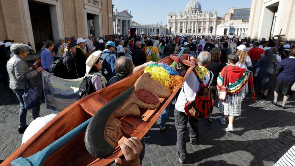 Papst Amazon Synode schlägt vor, verheiratete Priester, weibliche Führungskräfte