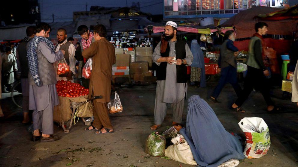 Afghanen Klammer für frische Gewalt nach der US-Taliban-Gespräche halt
