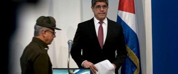Carlos Fernandez de Cossio, Roberto Hernandez Caballero