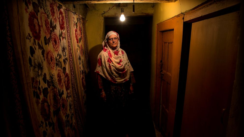 AP Photos: Kashmiri women struggle amid India lockdown thumbnail