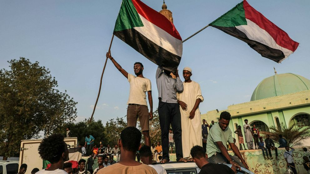 Sudanese military, protesters sign power-sharing document thumbnail