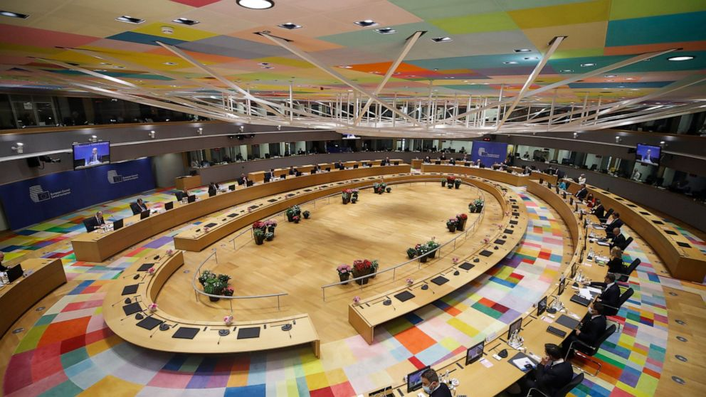 EU pushes on with migrant policy outsourcing plans