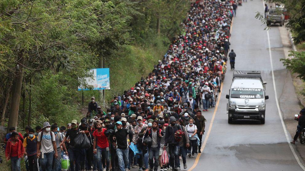 Guatemala tries blocking caravan of 9000 Honduran migrants – ABC News