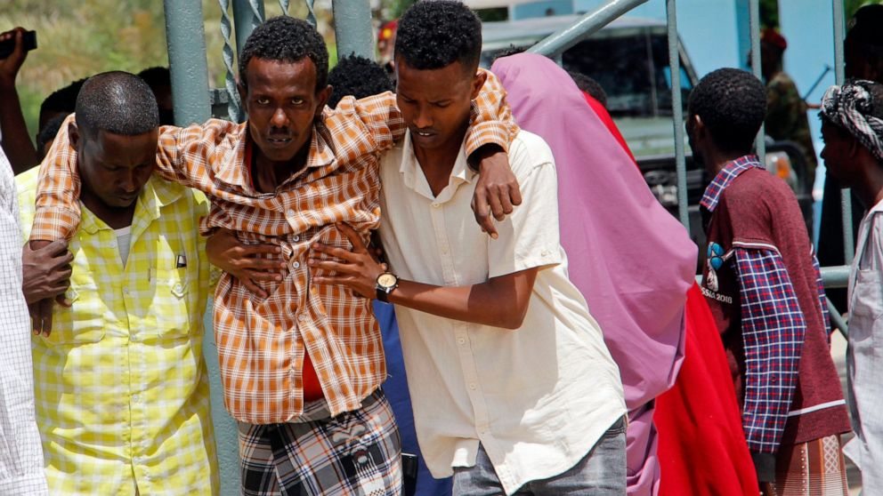 Suicide bomber kills at least 15 at Somalia military site