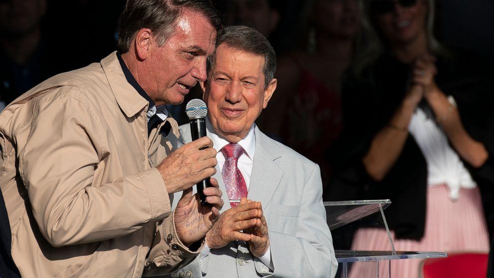 Bolsonaro addresses evangelicals amid Rio's pre-Carnival