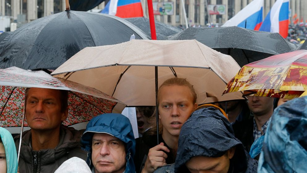 Moscow election protest attracts huge crowd, spurs spinoffs