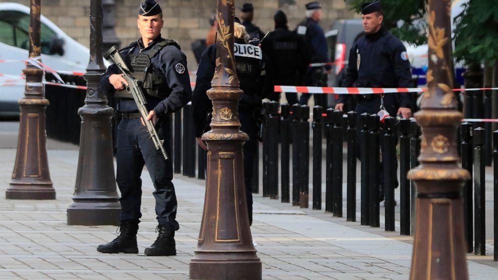 パリ警察の攻撃:テロリズムの提案