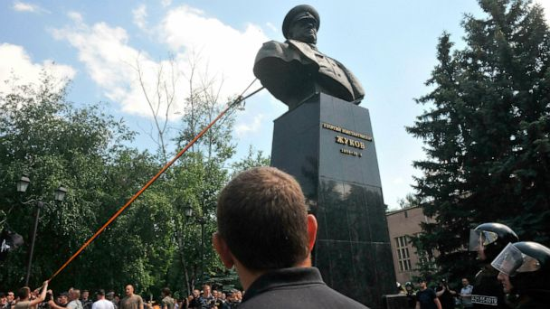 Protesters tear down Zhukov bust in Ukraine
