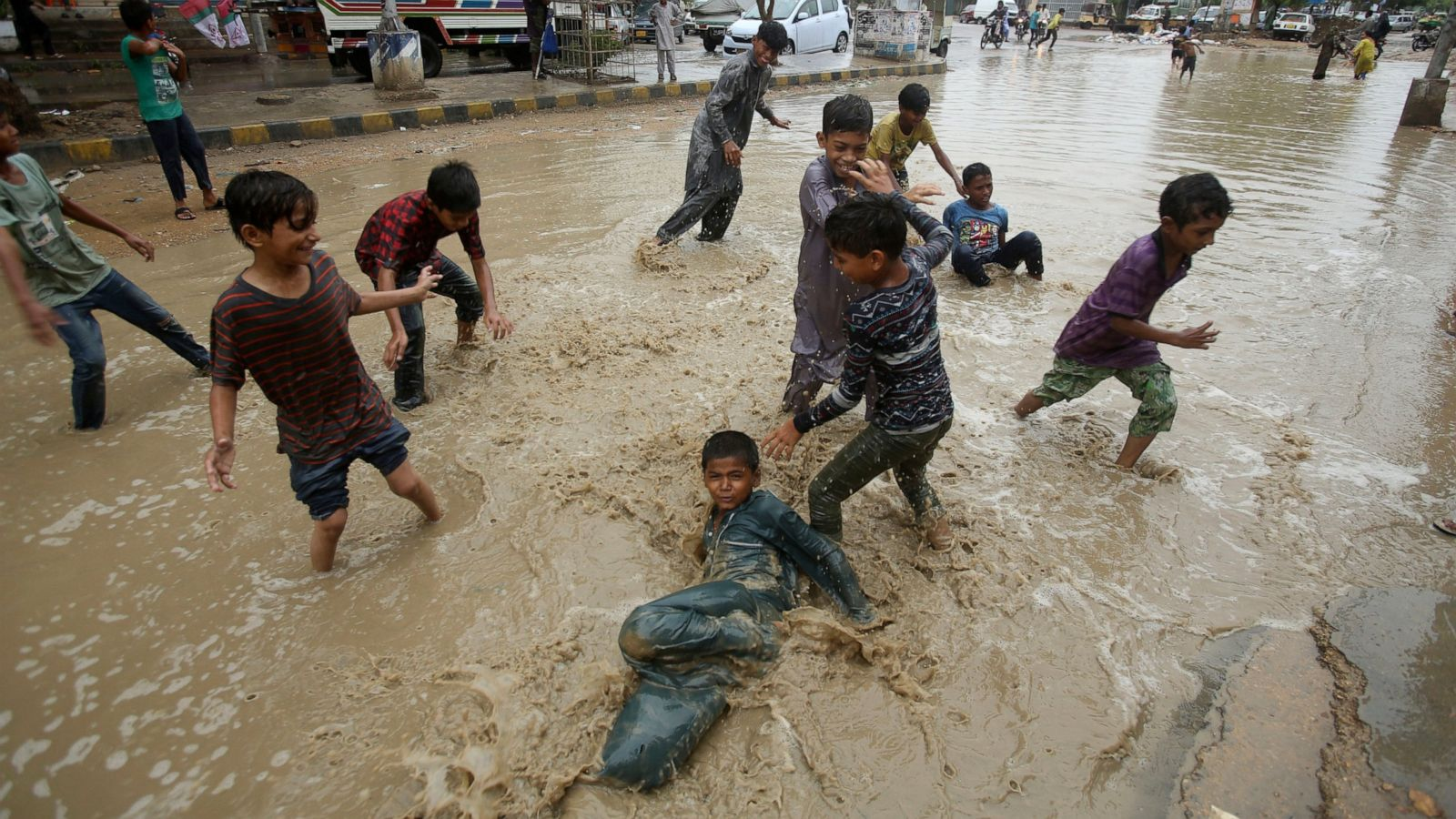 Heavy rain triggers floods in Pakistan's Karachi, killing 6 - ABC News