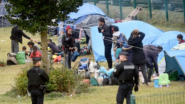 France evacuates 900 migrants from camp near English Channel