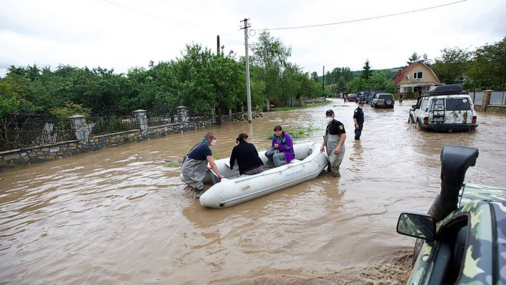 Ukraine asks EU, NATO to help deal with damage from floods thumbnail