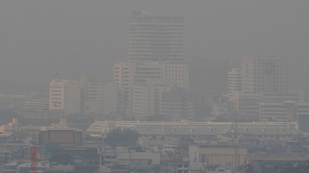 Unhealthy levels of smog choke Thai capital for over a week