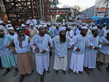Muslims, Hindus protest amid communal violence in Bangladesh