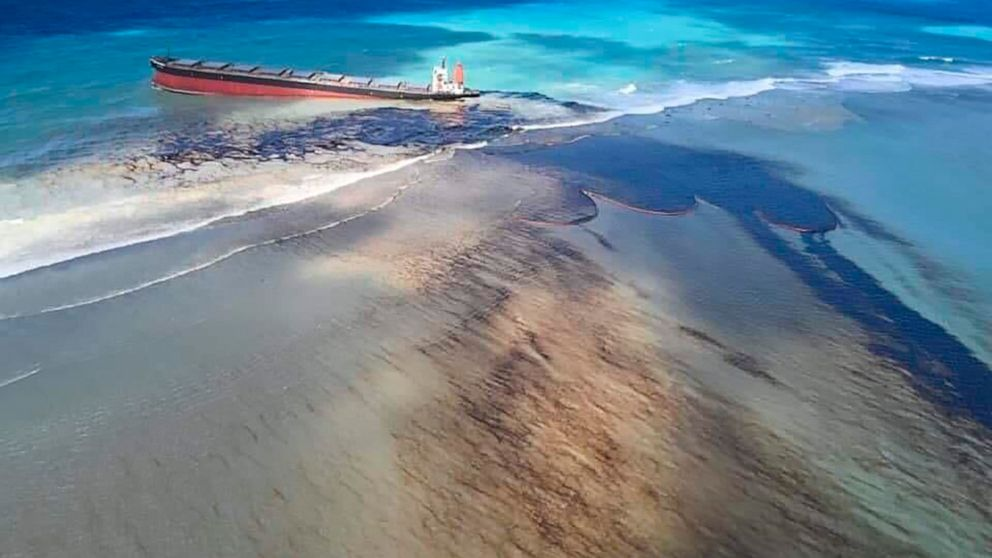 Mauritius scrambles to counter oil spill from grounded ship thumbnail