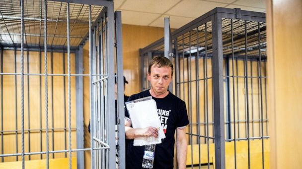 Russian newspapers show solidarity with detained journalist