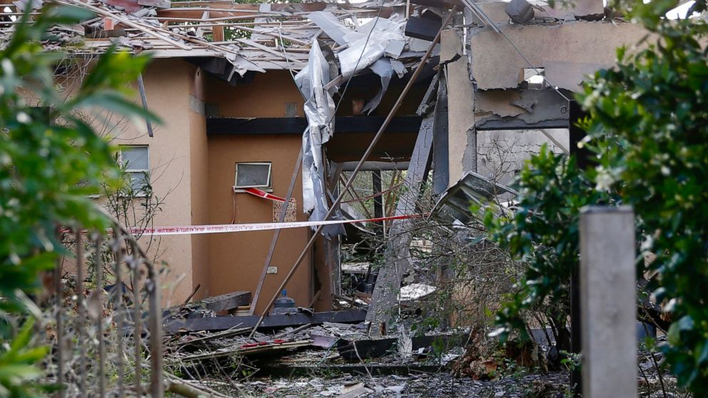 Gaza rocket strikes home in central Israel, 7 wounded