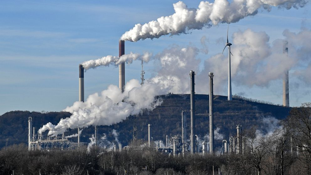 German lawmakers approve plan to section out use of coal thumbnail