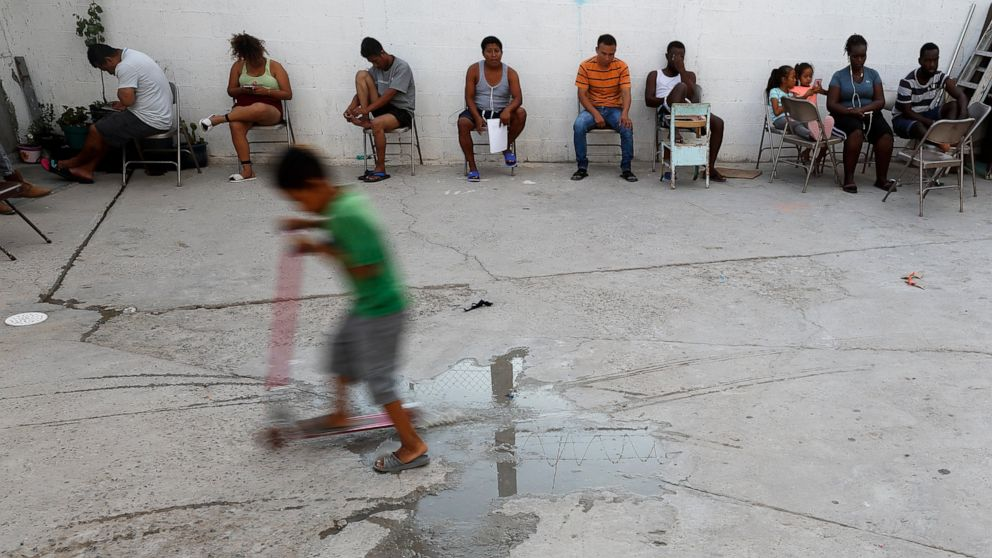 'Everybody cries here': Hope and despair in Mexican shelter
