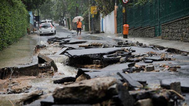 Heavy rains cause floods, kill at least 10 in Rio de Janeiro