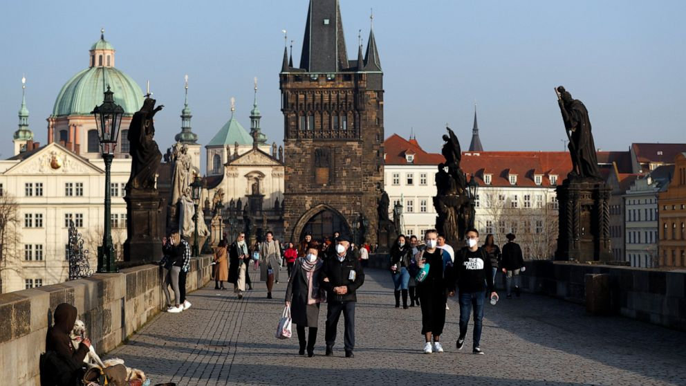 Czechs to impose tighter lockdown amid UK variant surge