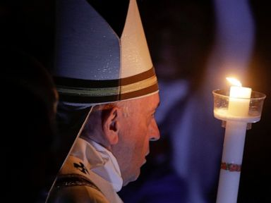 Pope during Easter vigil reject the glitter of wealth