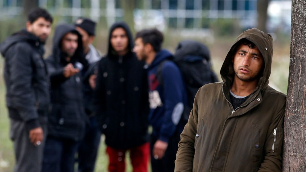 Storm sweeps through make-shift migrant camp in Bosnia