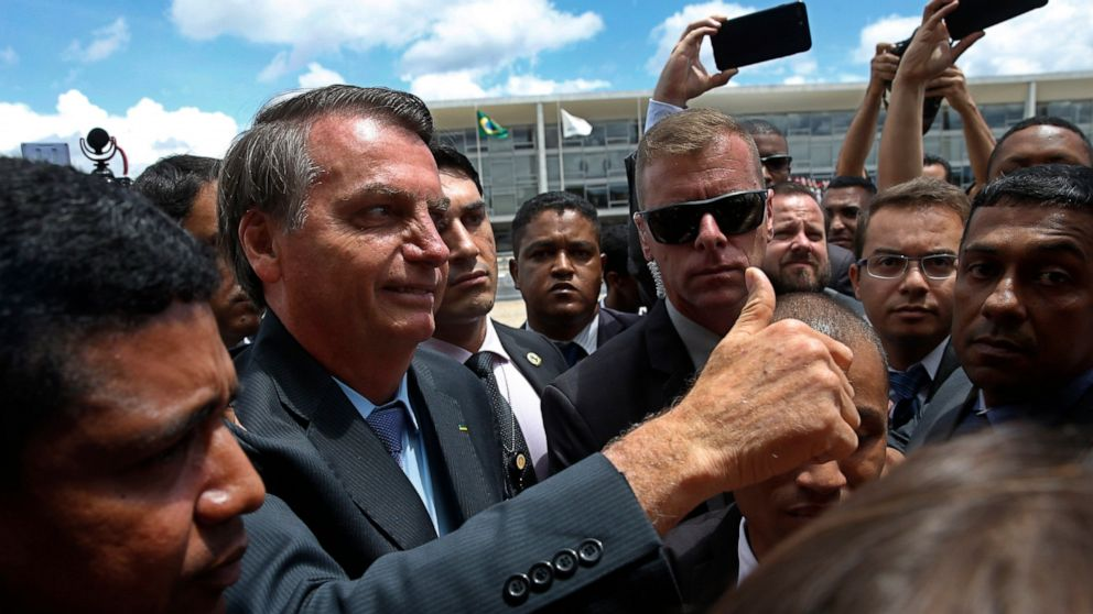 Η βραζιλία είναι ο πρόεδρος κατηγορεί τον ντι κάπριο πάνω από το Amazon πυρκαγιές
