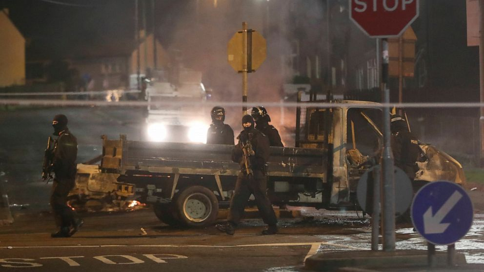 Police in Northern Ireland say the dissident republican group the New IRA was probably responsible for the fatal shooting of a journalist during overnight rioting in the city of Londonderry thumbnail