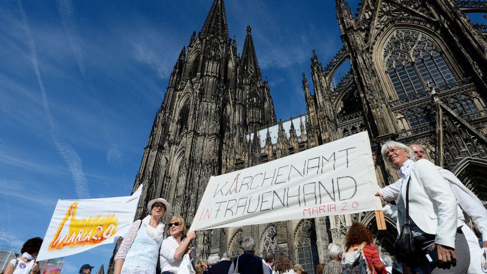 Menschenkette rings deutscher Dom zu verlangen, die Gleichstellung der Geschlechter