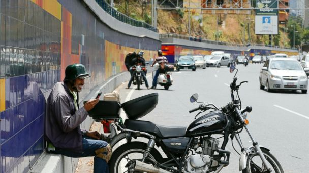 US pulling last diplomats from Venezuela amid power crisis