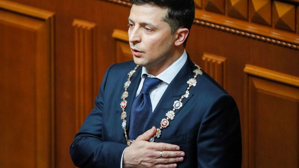 Comedian sworn in as Ukraine's president, dissolves Parliament thumbnail