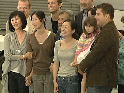 VIDEO: The captured American journalists Laura Ling and Euna Lee return home.