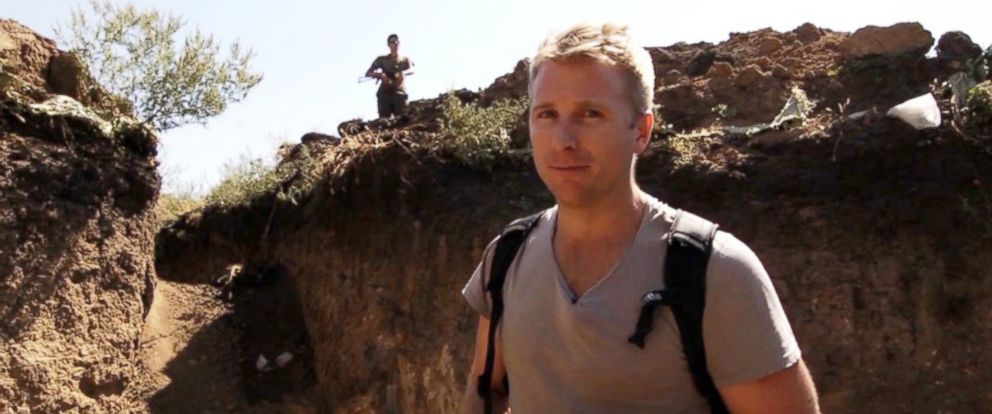 PHOTO: ABC News Hamish Macdonald tours the trenches being built as a defense against Russian separatists.