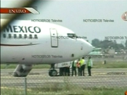 VIDEO: Hijackers take over an AeroMexico jetliner in Mexico City.