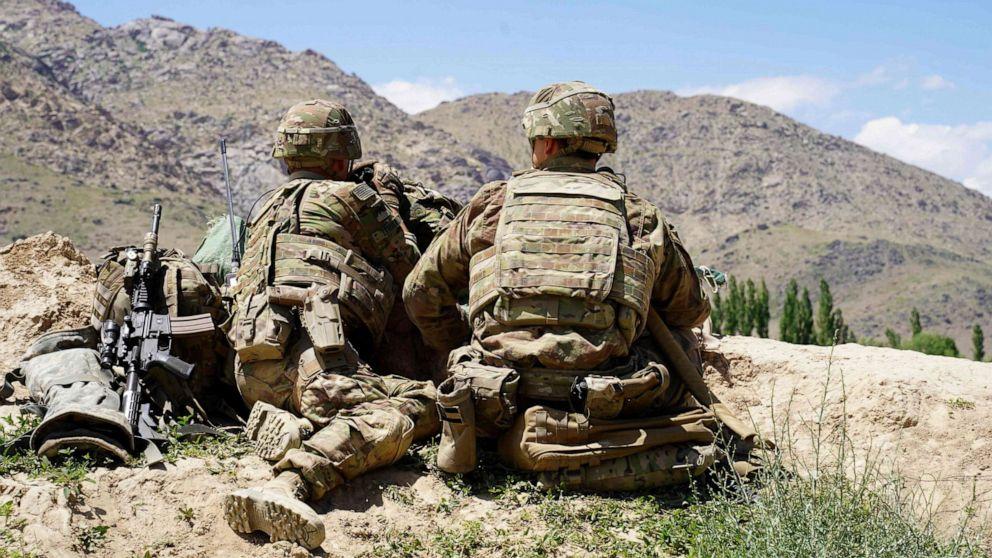 2米国のサービスのメンバーが殺害され、アフガニスタン