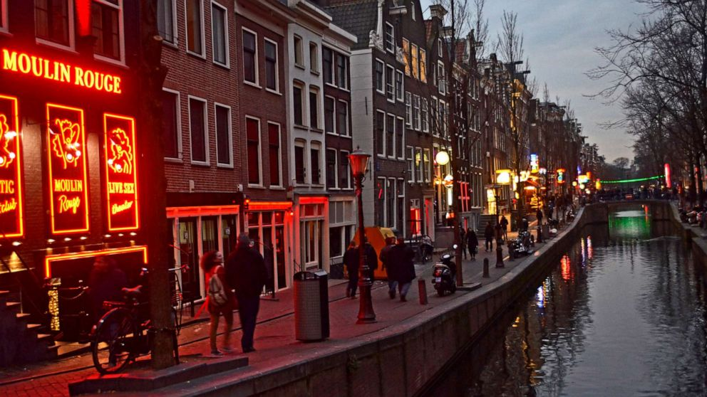 Αποτέλεσμα εικόνας για Red light district tours to be banned in Amsterdam