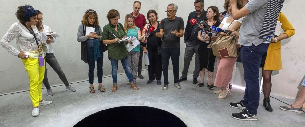 """PHOTO: Anish Kapoor talks to journalists inside the cube structure of """"Descent into Limbo"""" during the presentation to the press of his exhibition """"Anish Kapoor: Works, Thoughts, Experiments"""" at the Serralves Foundation, on July 6, 2018 in Porto, Portugal."""