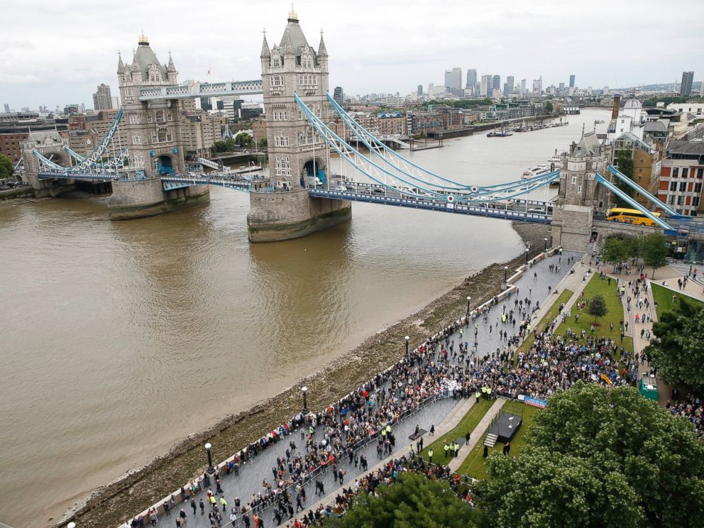 PHOTO: People attend a vigil for victims of Saturdays attack on London Bridge, at Potters Field Park with Tower Bridge in the background in London, June 5, 2017.