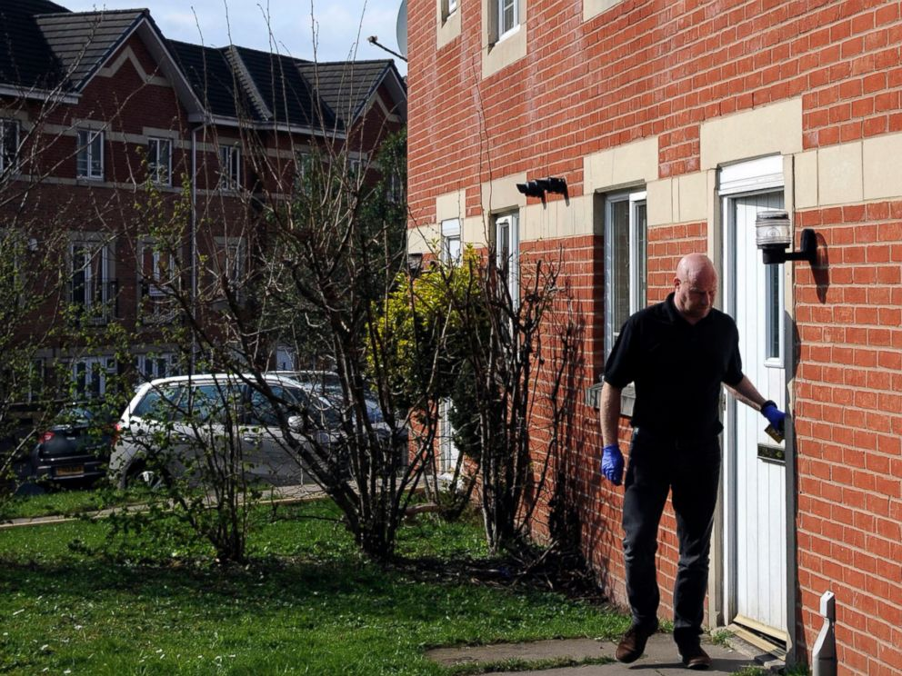 PHOTO: A police investigator leaves the house in where Khalid Masood lived, in Birmingham England, March 23, 2017.
