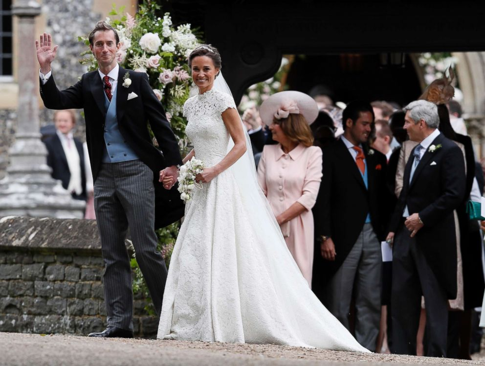 Pippa Middleton and James Matthews smile for the cameras after their wedding at St Mark's Church in Englefield, England, May 20, 2017.