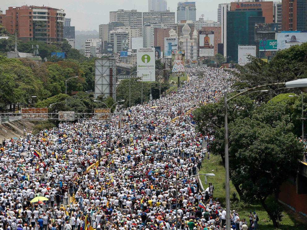PHOTO: Anti-government protesters march along a highway in Caracas, Venezuela, Wednesday, April 19, 2017.