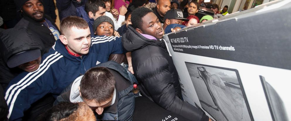 PHOTO: Shoppers jostle for electrical goods at a store in London, on Nov. 28, 2014.