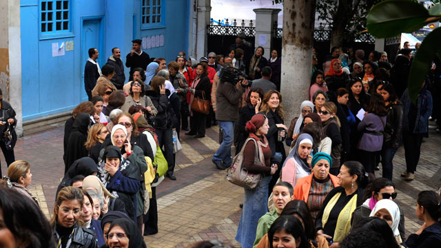 PHOTO: Egyptian women line up outside a polling station to vote in Cairo, Egypt, Nov. 28, 2011.